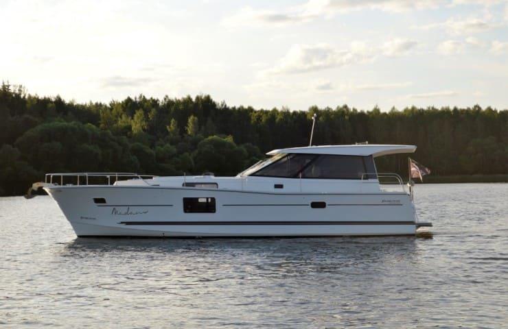 Яхта МАДАМ