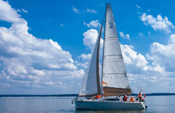 Яхта COBRA 33