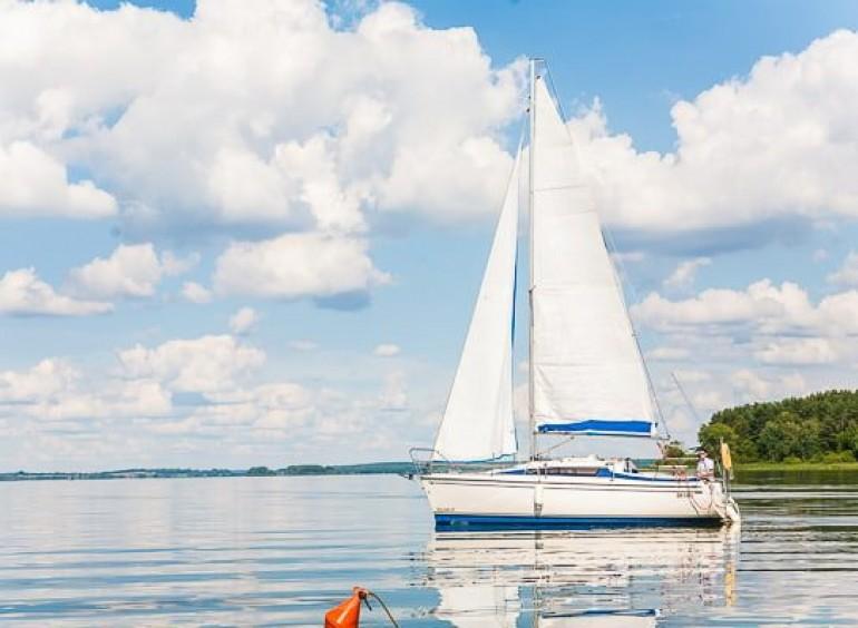 Прогулки на парусной яхте по Минскому морю