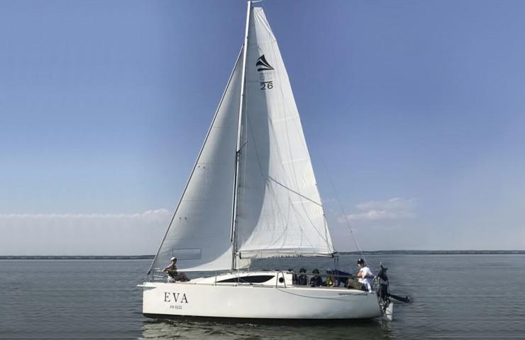 Яхта EVA